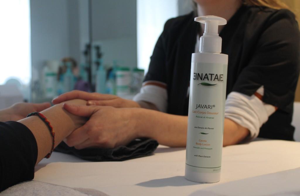 Institut Perle de Soie, soins des mains avec un produit Enatae