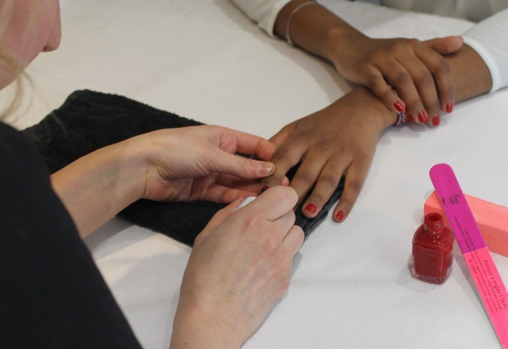 Institut Perle de Soie, soins des mains, manucure rouge